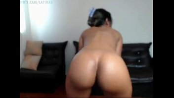 latina shaking her perfectly shaped big ass butt.