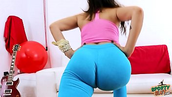 amazing huge puffy cameltoe and tight round ass.