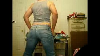 sexy amateur booty twerking in jeans.