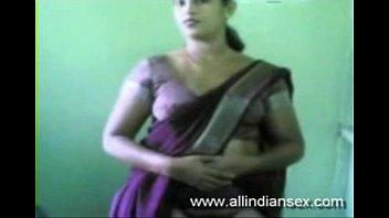 lara-aunty-saree