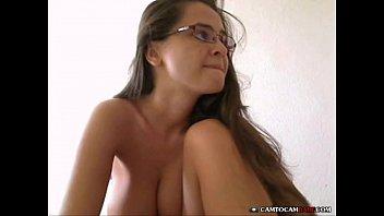 garota peituda provocando em sua webcam