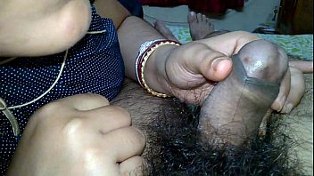 indian pinki bhabhi kissing on husband jeet&#039_s dick.
