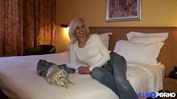 cougar sexy veut se faire d&eacute_monter.
