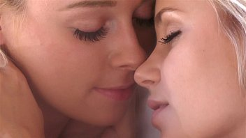two blonde cuties fingering - hot lesbias pussy licking
