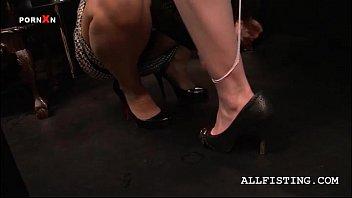 blondie lesbian licking her gf&#039_s hot.