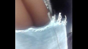 bajo falda