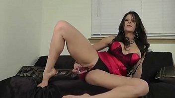 belgian milf working her dildo