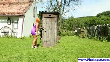 pissing fetish babe pounded outdoors