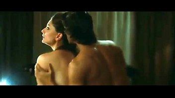 kareena kapoor hot scene in heroine.