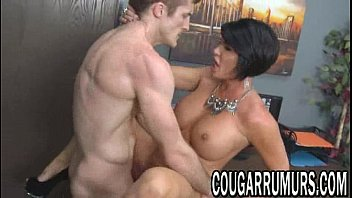 black haired milf gets her tight.