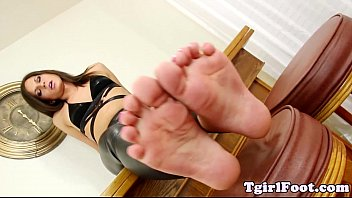 toes fetish tgirl teasing with painted.