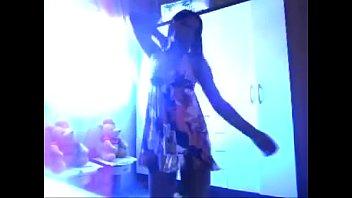 novinha gostosa dancando de vestidinho