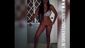 chica se desnuda en estaci&oacute_n de policia - www.elrincondelenano.net