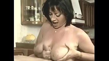 gif grosse ejac sur les gros seins d'_elodie.