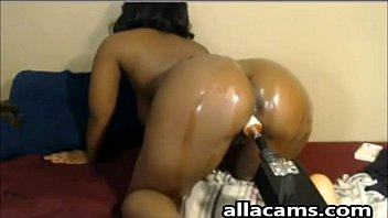 big ass ebony girl used sex machine on webcam!