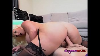 mature slut alura jenson straddles hung.