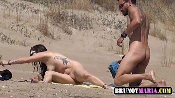 orgia de la ni&ntilde_a sol en la playa.