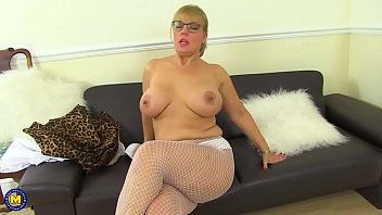 hot curvy whore danielle fingering herself)