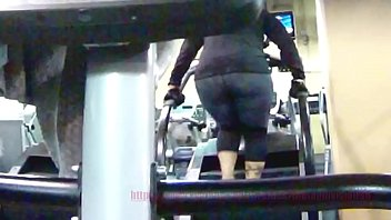 candid phat ass chick in sweat.