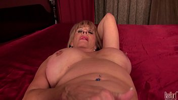 sexy mature lady rae hart play with electric.