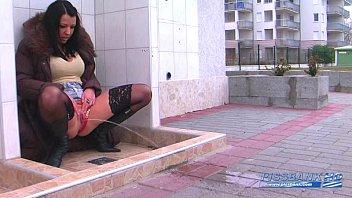 wet girl pee (pissbank.com)