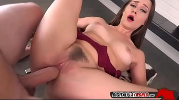 acrobatic babe cassidy klein orgasms on van wylde bigcock