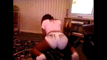 thick ebony babe sexy booty shaking.