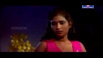 hot mallu actress sajini very romantic in saree.