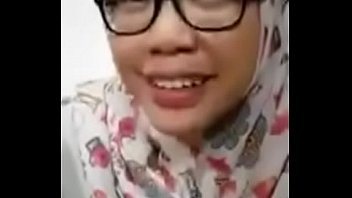 jilbab cantik nyepong di hotel sama.
