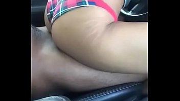 black babe fucks in the car in daylight.