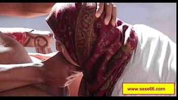 deux perverses se font ficeler et baiser sauvagement.
