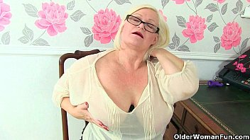 british granny amanda degas fingers her creamy old pussy