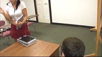 alumna le hace una paja a su meastro cumblast