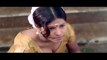 tamil girl hot downblouse cleavage show to boy.