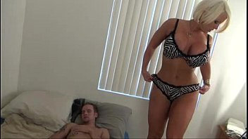 hot mom help son - alura.