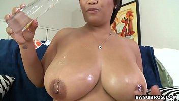 reina - hd natural - big tits round.