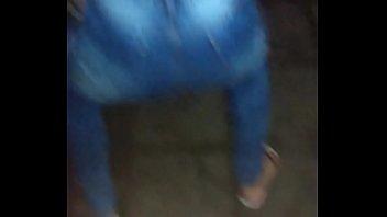 minha esposa rebolando b&ecirc_bada na rua.
