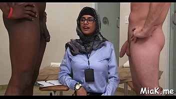 arab babe shows her juicy big.