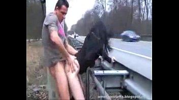 allemande se fait baiser sur l&#039_autoroute