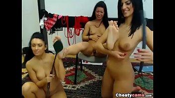 lesbian girls stimulating feets