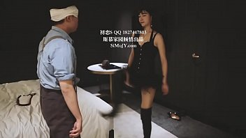 初恋女王暴力踢裆 chinese model mistress firstlove kicking.