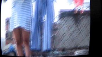 cholita muestra su calzon sin querer