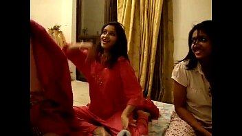 [hq] girls dance in hostel room!.