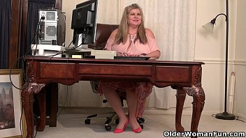 bbw milf love goddess gives her pantyhosed pussy.