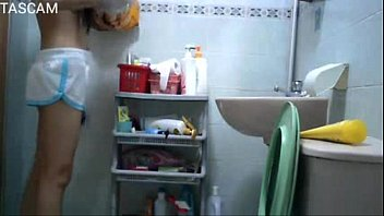hiddencam young girl in toilet