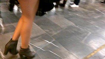 goddess on the subway - una diosa en.