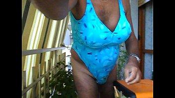 dscn2906.avi i am in a bathing suit with.