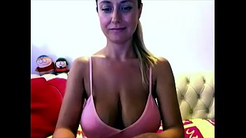 amazing big boobs babe on webcam.