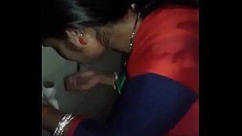 desi bhabhi blowjob in bathroom