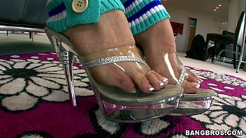 sexy babe sucks her own toes